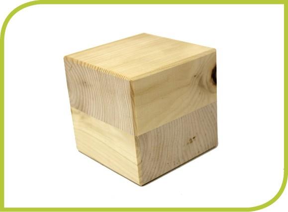 Zirbenholzwürfel